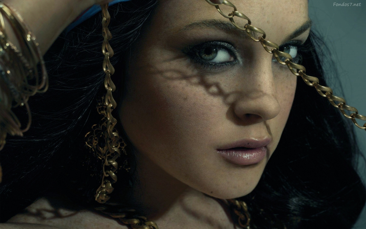 Lindsay Lohan nude pics 'leaked' online to promote her new movie 'The Canyons' [NSFW]
