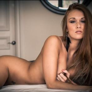 Leanna Decker pose nude
