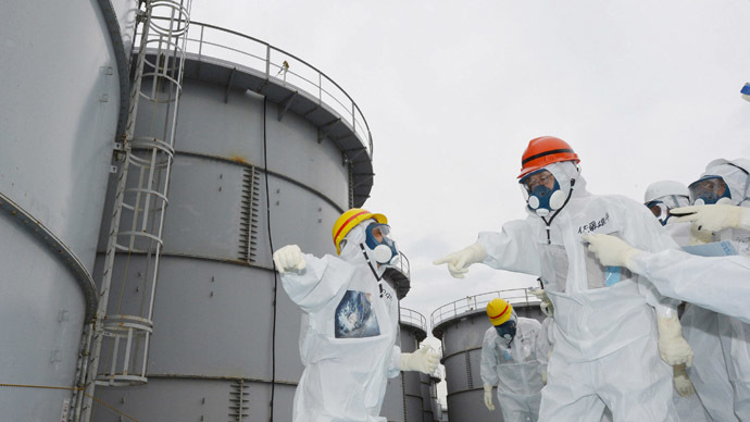 Fukushima Governor Yuhei sato (orange helmet) inspects the contaminated water tanks at Tokyo Electric Power Co (TEPCO) Fukushima Dai-ichi nuclear power plant at Okuma town in Fukushima prefecture on October 15, 2013. (AFP Photo/Jiji press)