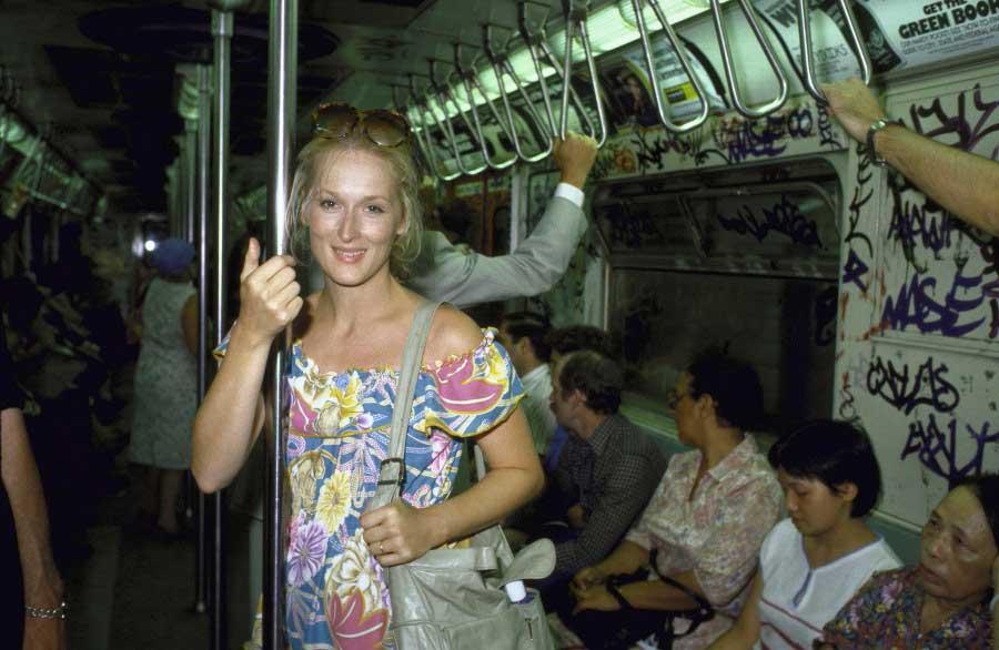 Meryl-Streep-riding-the-New-York-City-subway-in-1981