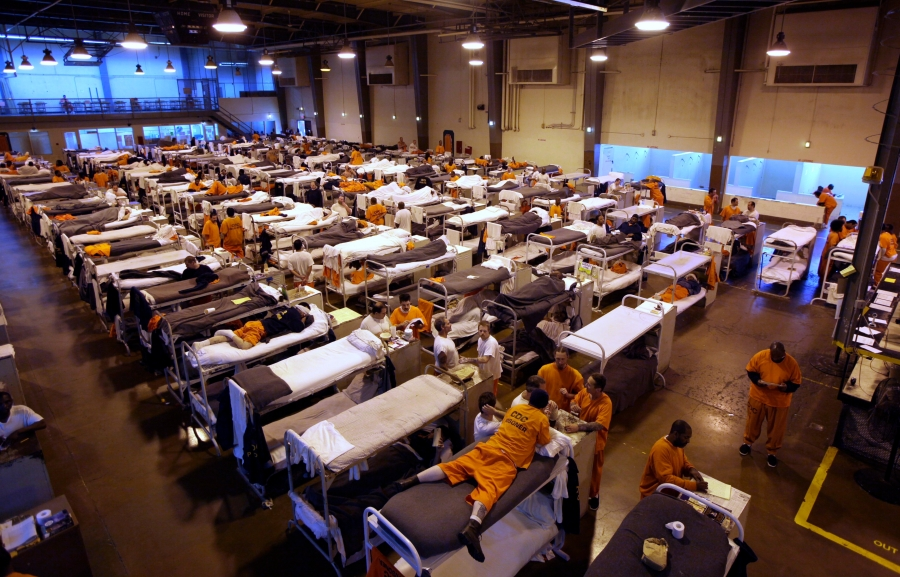 Several hundred inmates crowd the gymnasium at San Quentin prison in San Quentin, Calif., Wednesday, May 20, 2009.  California Gov. Arnold Schwarzenegger has proposed selling the aging prison to help ease the state's budget crisis.(AP Photo/Eric Risberg)