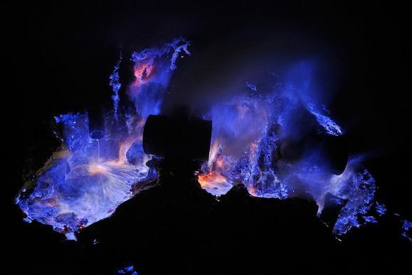 blue-volcano-03